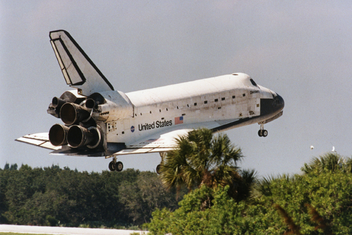 Landing of the Space Shuttle Discovery (צילום: NASA)